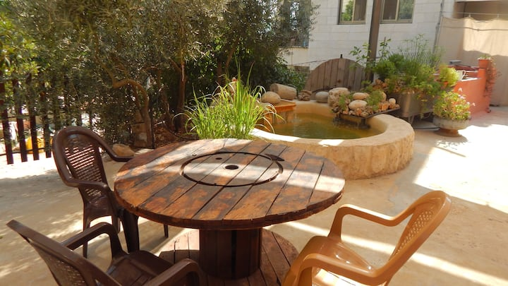 SIMPLE & ZEN  Garden Flat in  Bayt Jala