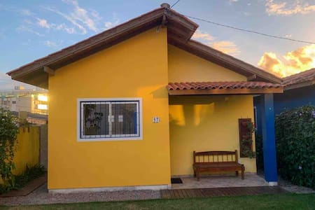 Yellow House - 300 metros da Praia do Campeche