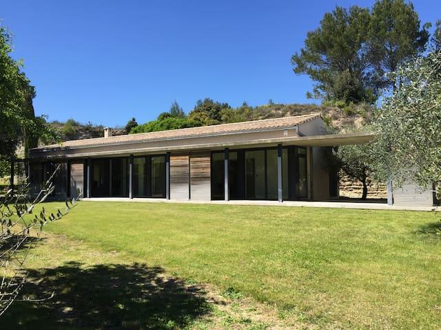 Villa in Uzès with swimming pool & tennis court - Uzès - วิลล่า