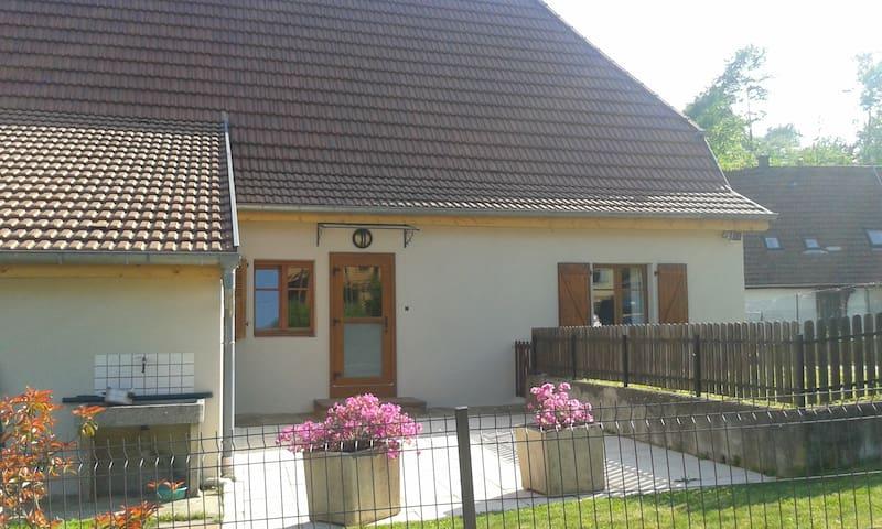 Maison au calme avec terrasse privative