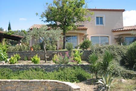 Villa avec vue imprenable sur la garrigue - Dom