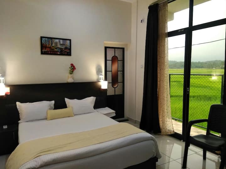 Athirsta Executive Ac Paddy Field Inn