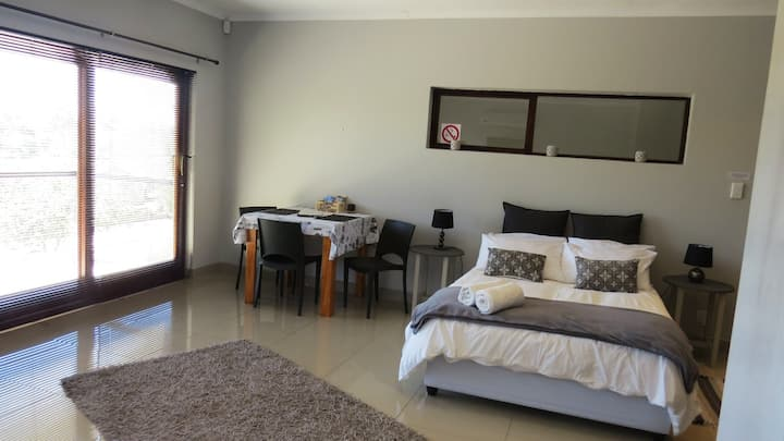 Comfortable Upstairs Room @ 21 on Klein Karoo