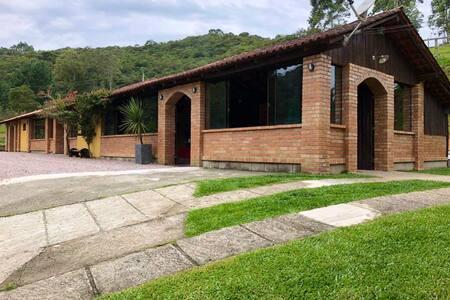 Casa de Campo em São Pedro. Gostinho de Sítio