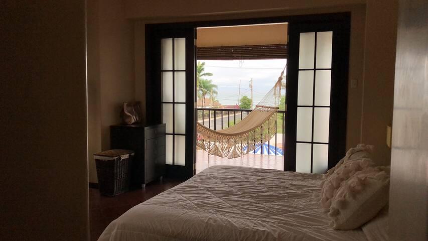 MASTER BED ROOM (1)Queen size bed /  (1) cama tamano Queen