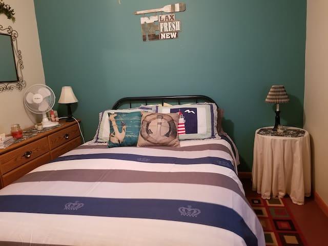 1st Bedroom with Queen Bed.