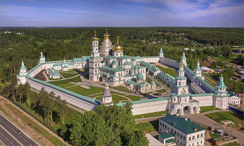 Дом с баней около Новоиерусалимского монастыря