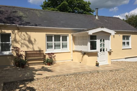 Yr Hafan; peaceful rural cottage ideally located