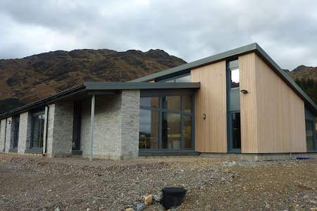 Glenfinnan : A Room with a View  (ensuite, b'fast)