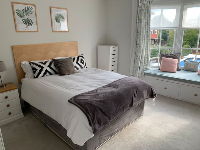Centre of Hamble - Large ensuite room - Rm 3 of 3