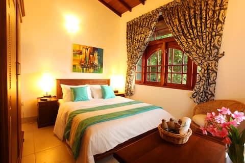 19 Flower Terrace - Frangipani Room