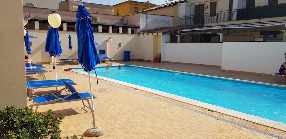 Apartment with pool,  5 minutes from the beach