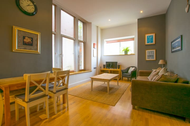 Stylish and Spacious Apartment in Cardiff Bay