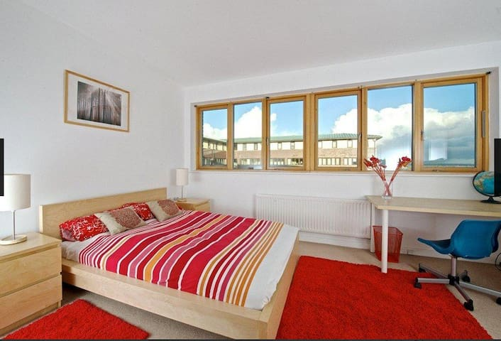 Double Ensuite room with Parking, CMK