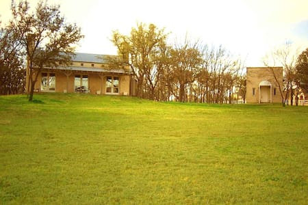 Come and Unwind at Oak Mill Estate - Fort Worth