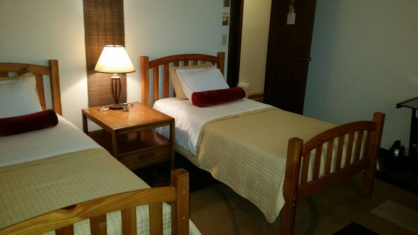 Queen with Work Desk WEEK AND MONTHLY RENTAL - Port Townsend - Casa
