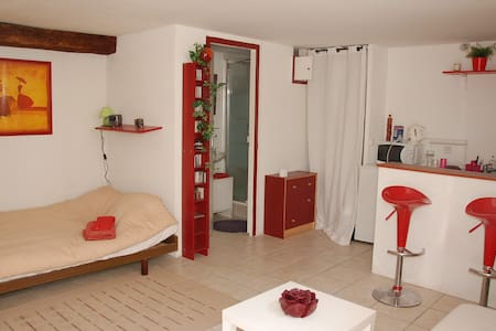 SELF-CATERING 5 MIN FROM GE AIRPORT - Wohnung