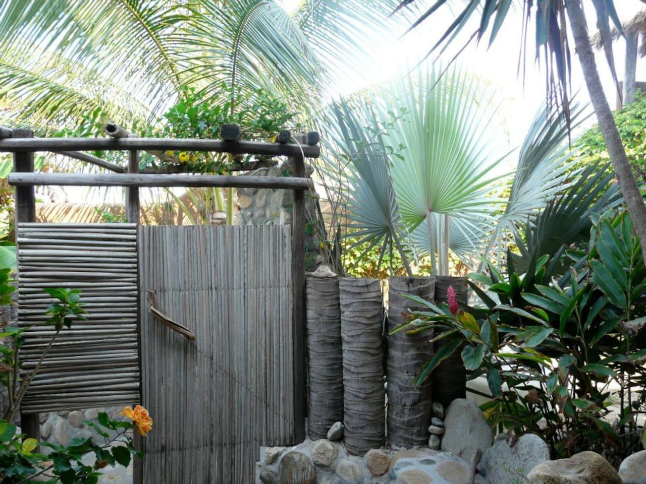 Entrance to the outside shower of La Joya - Carolina