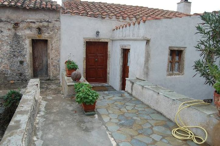 3BR house Goulas  at Monemvasia 6-8persons - Monemvasia - House
