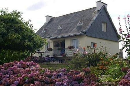 Maison à la campagne près de la mer - Hus