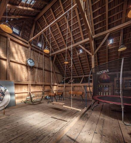 Indoor Playground for kids - Innenspielplatz in der Tenne für Kinder