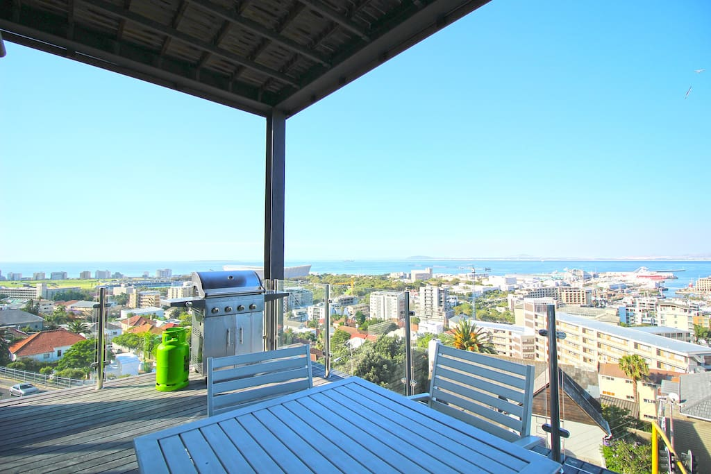 Spacious balcony with outdoor seating, gas bbq and magnificent views!