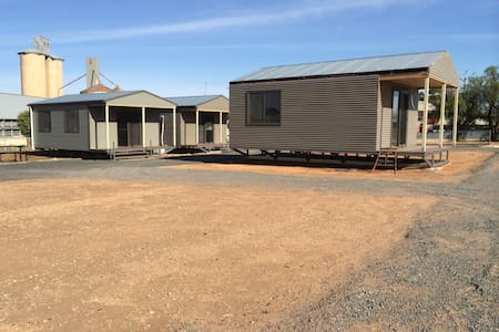 WAGON INN self contained unit 1 - Lascelles