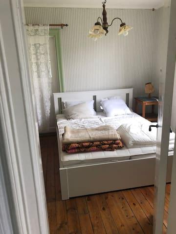 Sovrum 1 nb, master bedroom