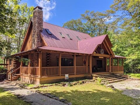 Dream Snowshoe log cabin home w/hot tub! 10 mins to Snowshoe village / Sleeps 15