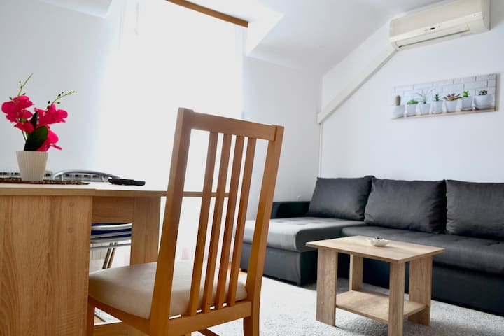 Riverside apartment #3. Relax & enjoy your stay