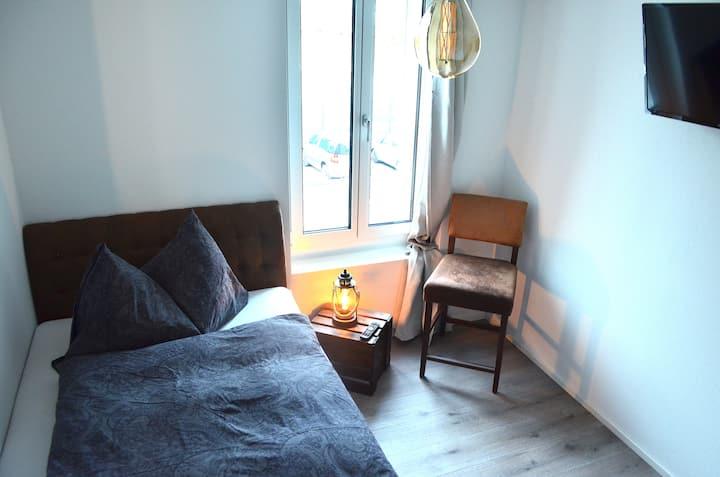 """Guesthouse Meitschi Thun -Einzelzimmer """"Gantrisch"""""""