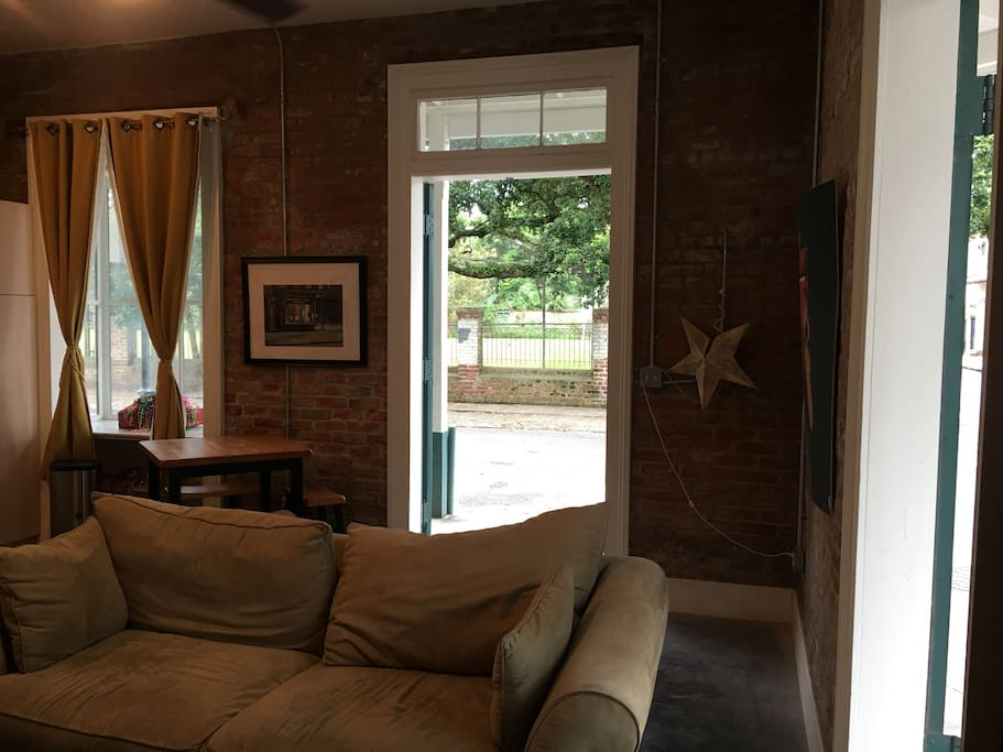 Awesome One Bedroom Steps Away From French Quarter Apartments For Rent In New Orleans