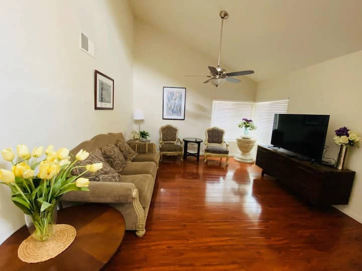 5 Star Superhost Private bedroom close to plaza