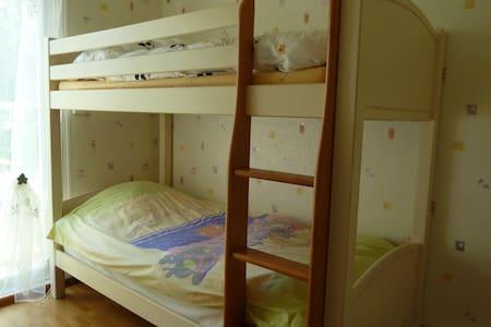 1 chambre parentale + 1  en 2x2 lit - Véretz