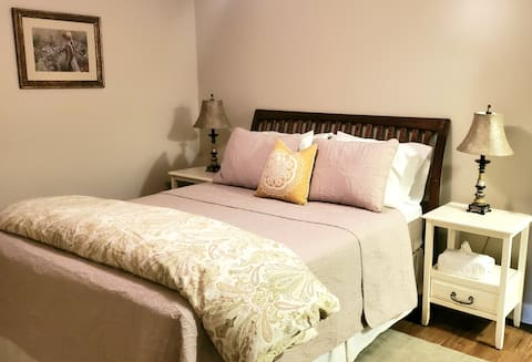 Cornerstone Cottage-cozy 1/1 apartment!