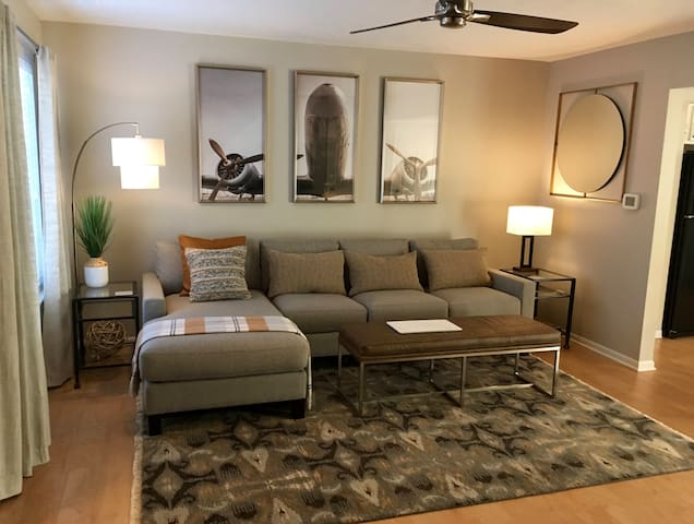 West Lincoln Townhome | Near Haymarket District