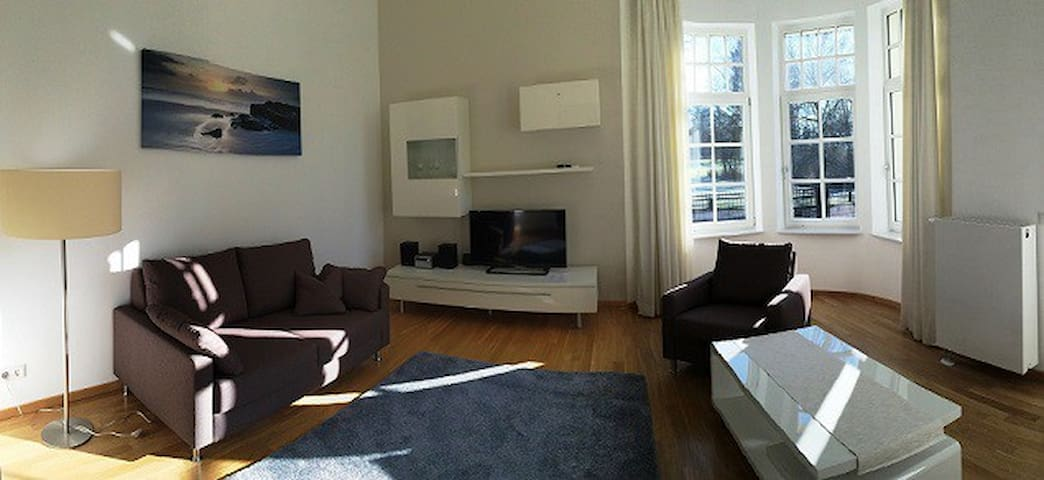 Appartements Am Kurpark (App. A) - Bad Pyrmont - Apartment-Hotel