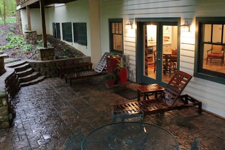 Terrace Level apartment/kitchenette - Estill Springs - Departamento