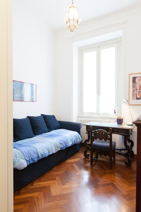 SINGLE room in the centre of rome