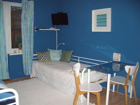 Einliegerwohnung im blauen Haus; Garten mit Grill