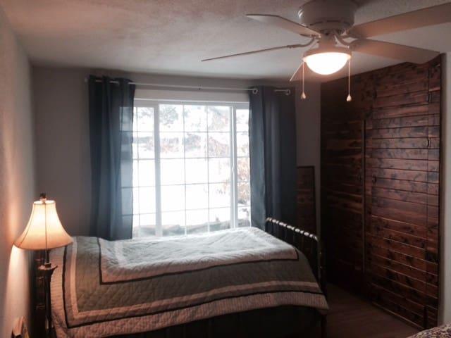 Cowiche Canyon Guest House - South Room - Yakima - House