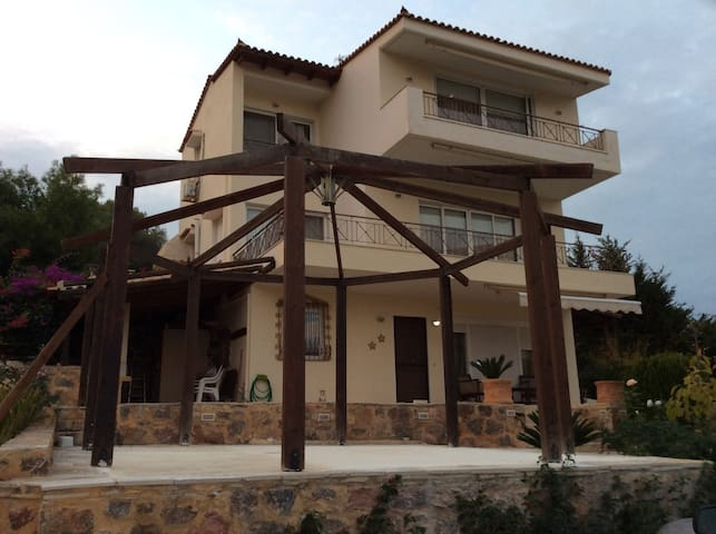 Βeautiful Xenia house in Anavyssos - Saronida
