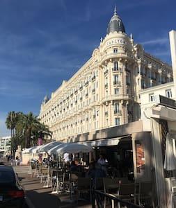 appartement très pratique climatisé avec balcon - Cannes