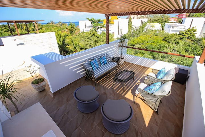 Stunning Home, Rooftop, Hot Tub and steps away from Beach by olahola