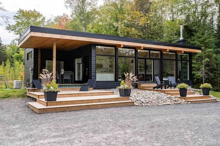 Wolegib Modern waterfront Retreat in Muskoka