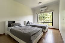 Bedroom (Single bed x 2)