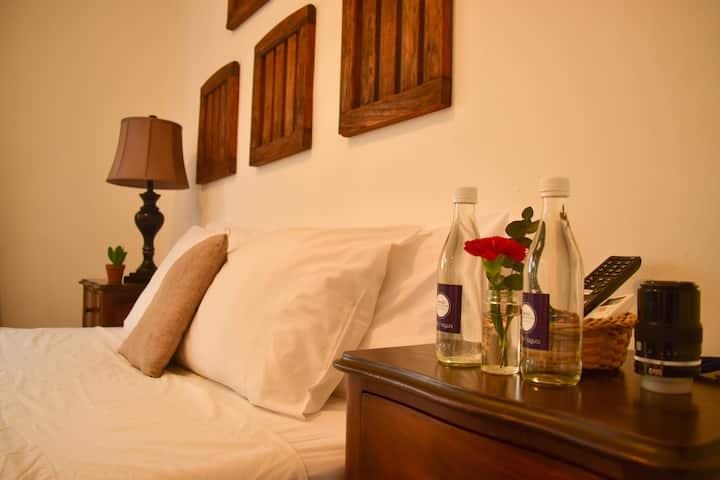 Cinco Hotel B&B - Yellow Room B&B