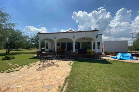Casa Valentina,  Hermosa  casa de campo cerca HMO
