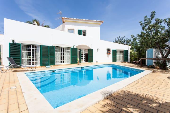 Algarve, quatre chambres, piscine