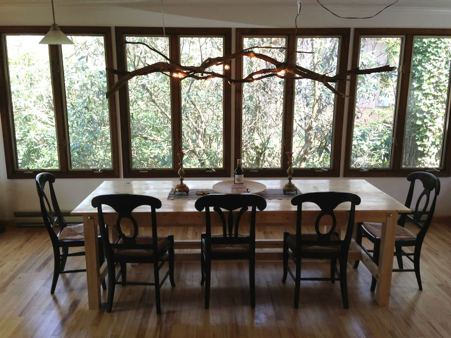 Dining for 8 with a tree house view